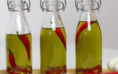 Knoblauch-Chili-Öl selber machen | Schnelles Rezept