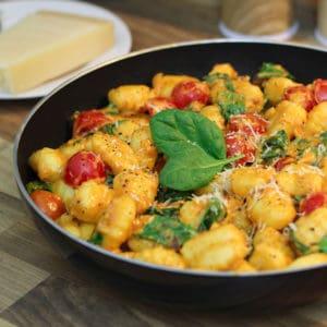Gnocchi Pfanne mit Spinat und Tomaten