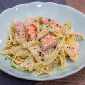 Pasta mit Lachs und Sahne Soße